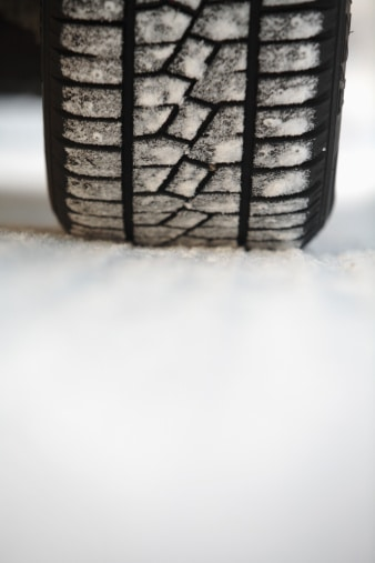 choisir pneus hiver choix pneu neige pneus clout s hiver. Black Bedroom Furniture Sets. Home Design Ideas