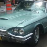 L'élégante Ford Thunderbird de 1964